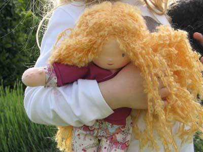 vanille/très blond bouclé